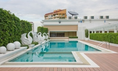Two bed condo for rent in Ekamai - Roof pool