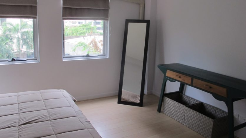 Two bedroom condo for rent in Thong Lo - Dressing table