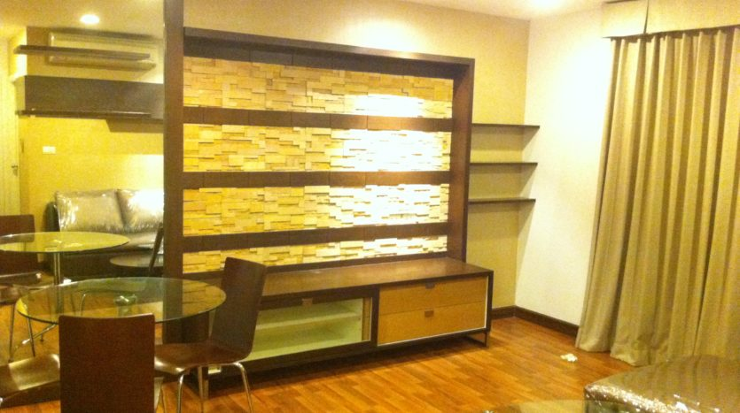 Two bedroom corner unit for rent in Ari - Tv Stand