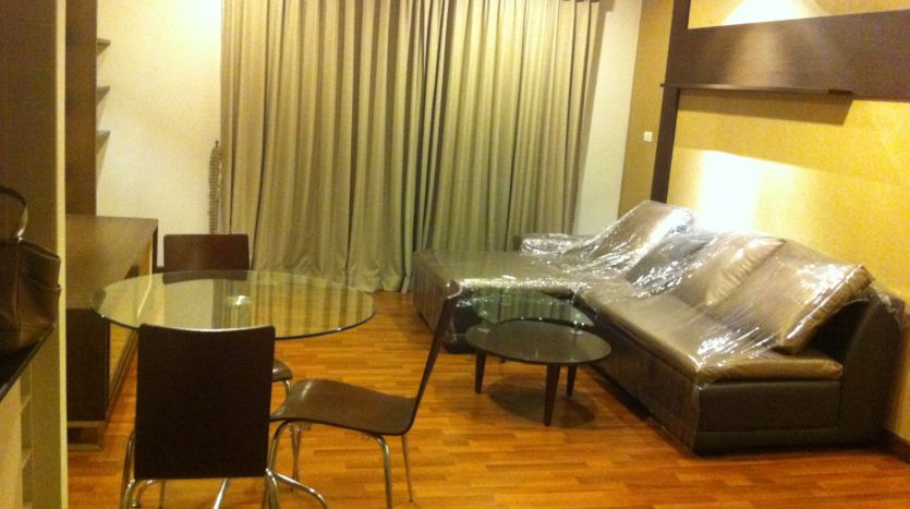 Two bedroom corner unit for rent in Ari - Living room