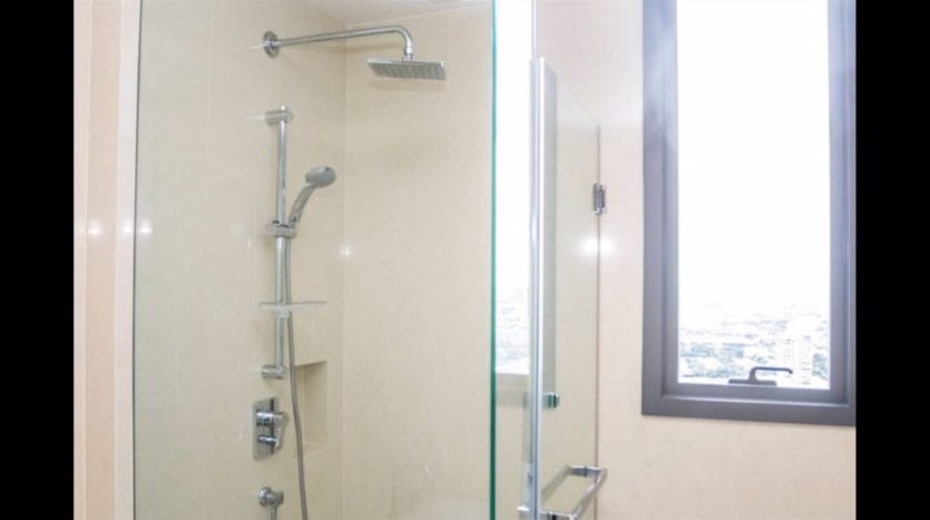 Two bedroom condo for rent in Nana - Shower