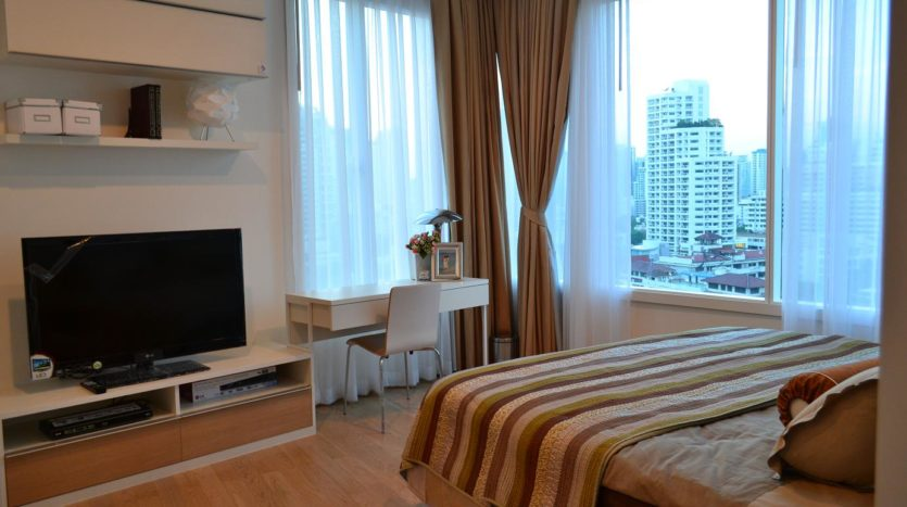 Two bedroom condo for rent in Phrom Phong - Master bedroom