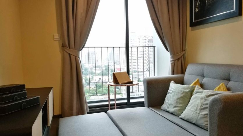 One bedroom condo for rent in Asoke - Sofa bed