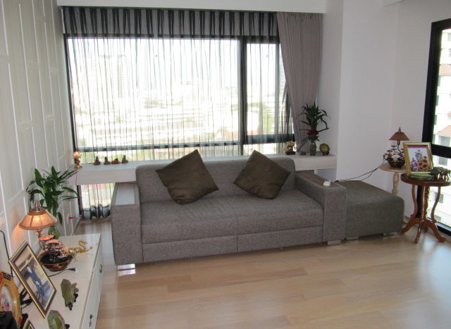 One bedroom unit for rent in Ari - Sofa