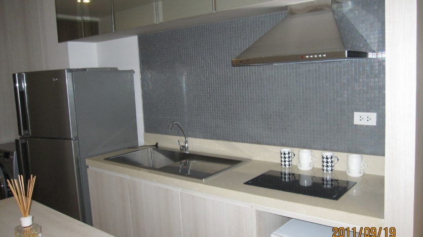 One bedroom unit for rent in Ari - Kitchen sink