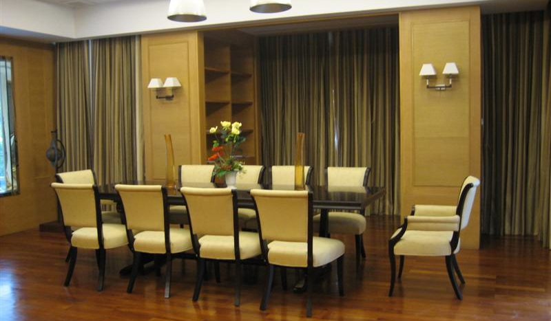 Two bedroom unit for rent in Thong Lo - Dining table