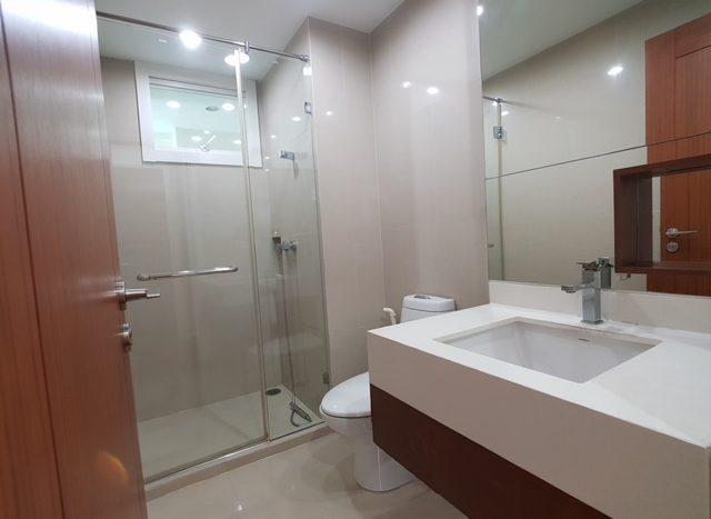 Two bedroom condo for rent in Asoke - Bathroom