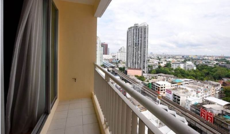 Two bedroom condo for rent in Ekamai - Balcony