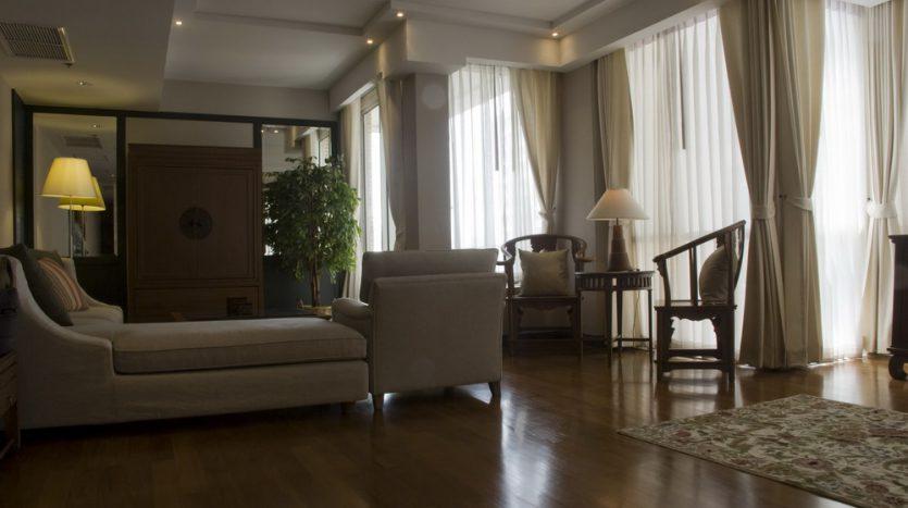 Two bedroom condo for rent in Langsuan - Living room