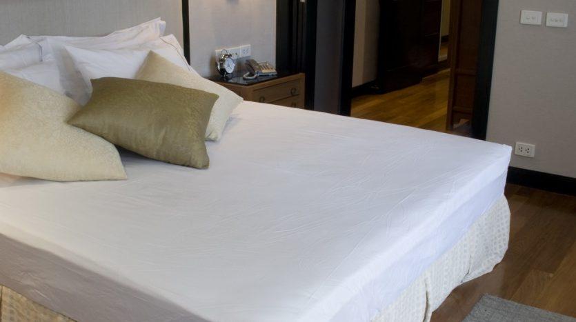 Two bedroom condo for rent in Langsuan - Master bedroom
