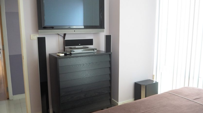 Three bedroom condo for rent in Ekamai