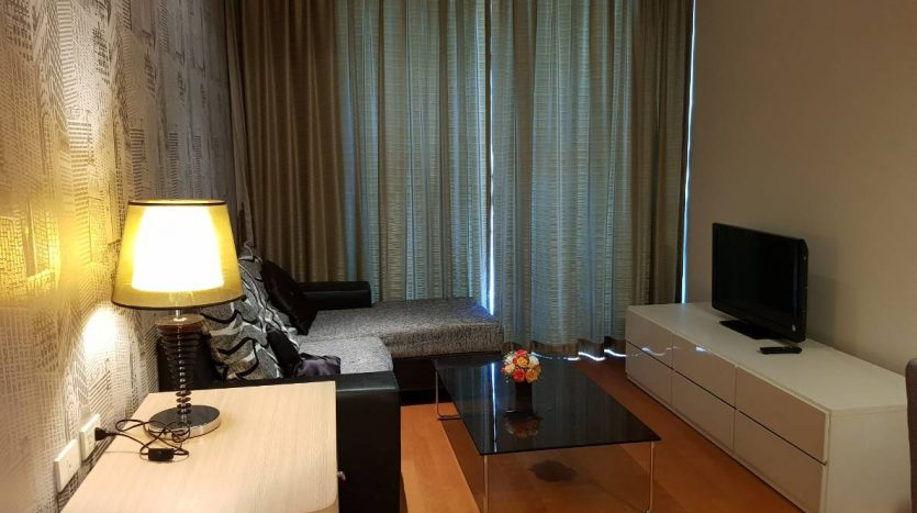 One bedroom condo for rent in Ratchathewi - Living room