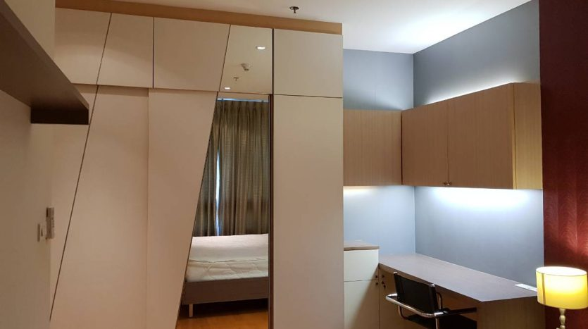 One bedroom condo for rent in Ratchathewi - Wardrobe