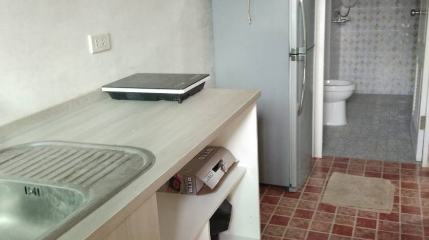 One bedroom condo for rent in Phaholyothin 14 - Kitchen