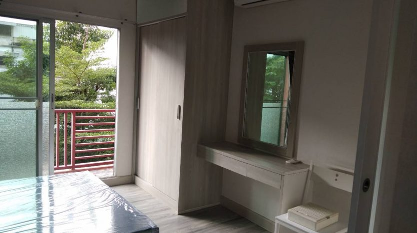 One bedroom condo for rent in Phaholyothin 14 - Bedroom