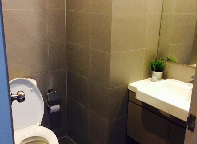 One bedroom condo for rent in Ari - Toilet