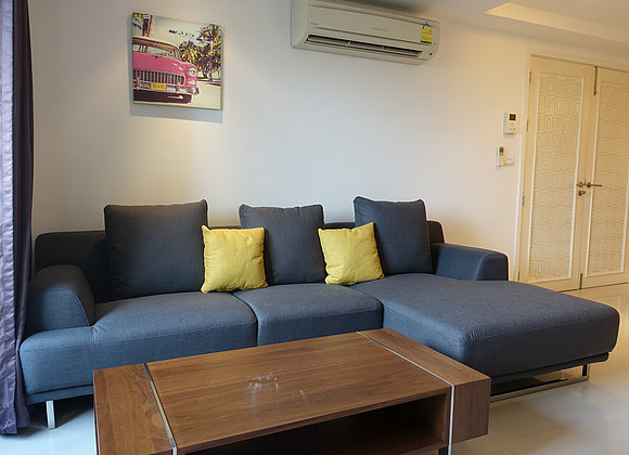 Three bedroom penthouse for rent in Ekamai - Living room