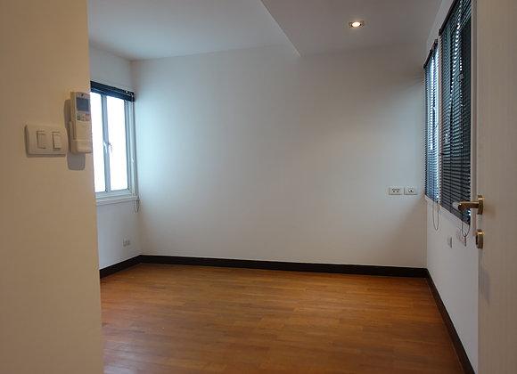 Three bedroom penthouse for rent in Ekamai - Third bedroom