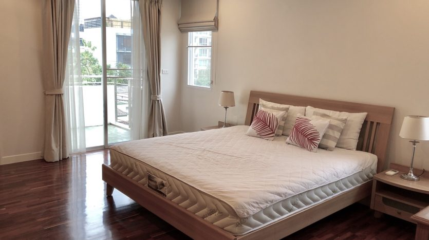 Apartment for rent on Soi Ari 3 - Master bedroom