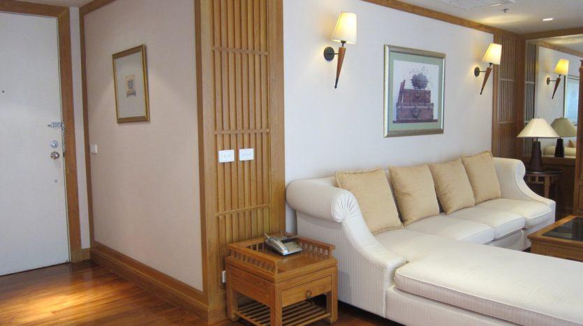 Two bedroom condo for rent in Langsuan - Sofa