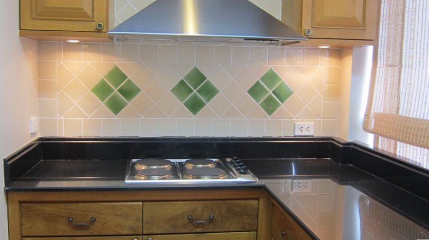 Two bedroom condo for rent in Langsuan - Kitchen
