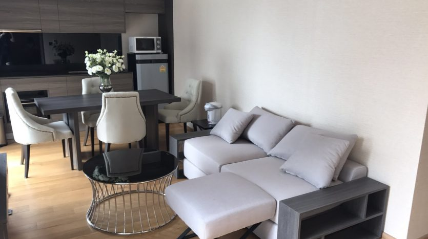 Two bedroom condo for rent in Langsuan - Sofa