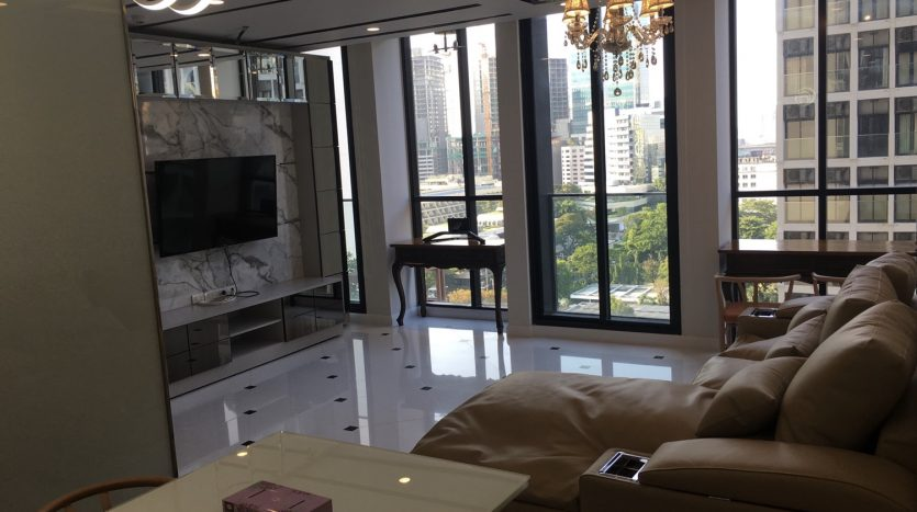 Two bedroom condo for rent in Ploenchit - Living space