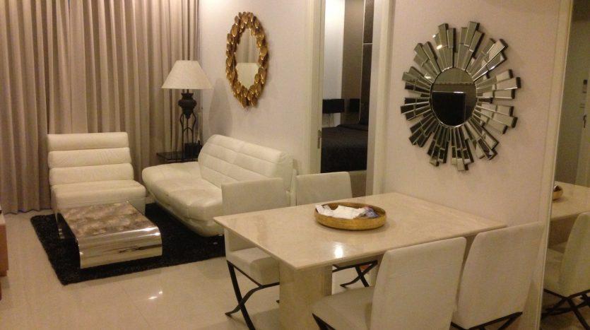 Two bedroom condo for rent in Langsuan - Living area