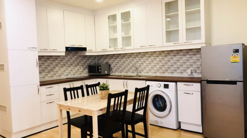 Two bedroom unit for rent in Ari - Kitchen