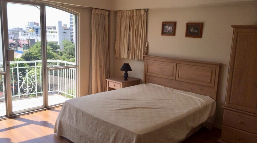 Three bedroom condo for rent in Thonglor - Master bedroom