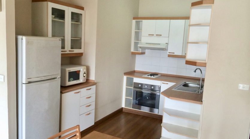 Three bedroom condo for rent in Thonglor - Kitchen