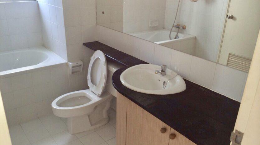 Three bedroom condo for rent in Thonglor - Bathroom