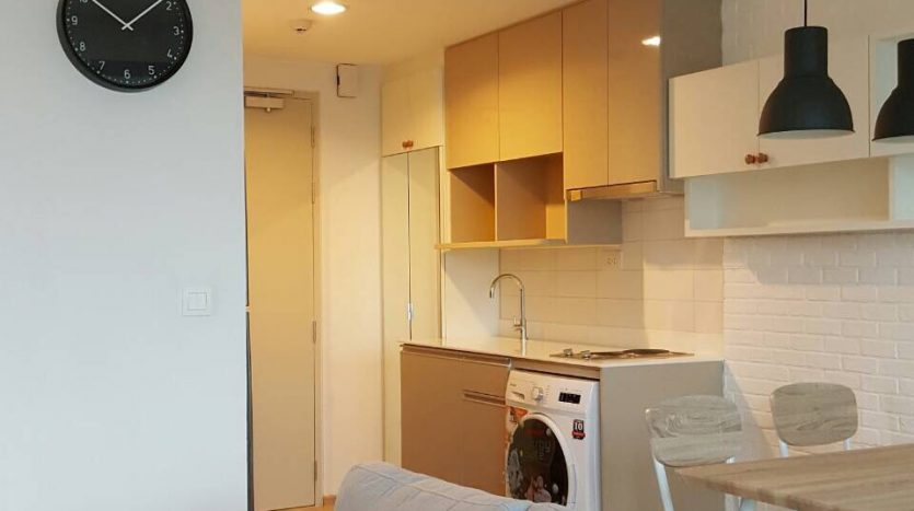 Two bedroom condo for rent in Ratchathewi - Sofa