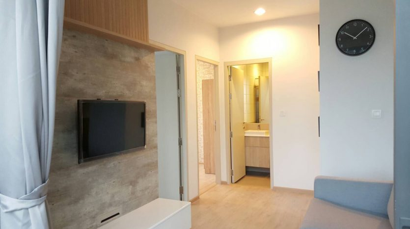 Two bedroom condo for rent in Ratchathewi - TV