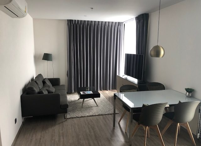Two bedroom condo for rent in Ekamai - Living room
