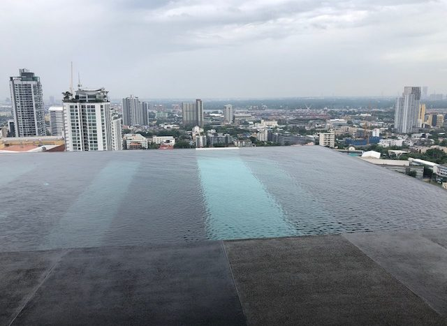 Two bedroom condo for rent in Ekamai - Infinity pool