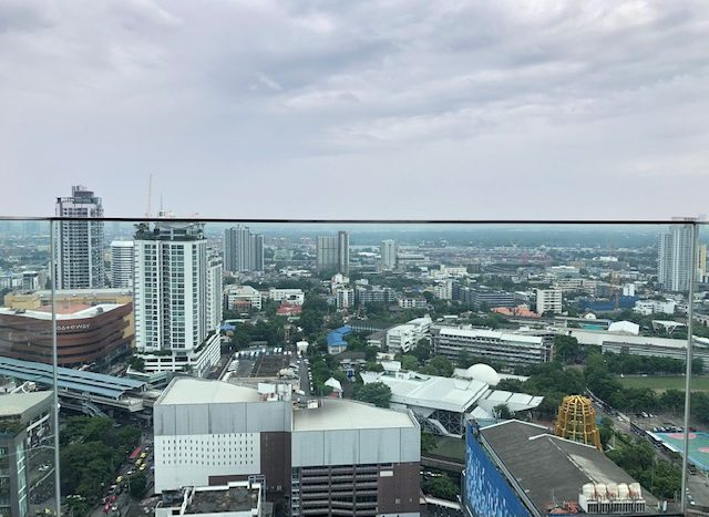 Two bedroom condo for rent in Ekamai - Pool view