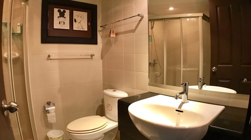 Two bedroom condo for rent in Ari - Guest bathroom