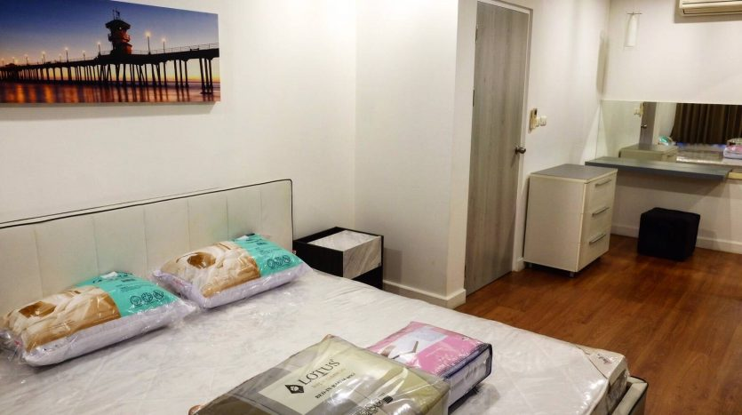 One bedroom condo for rent in Phrom Phong - Master bedroom