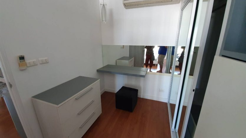 One bedroom condo for rent in Phrom Phong - Closet