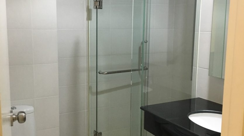 Two bedroom condo for rent in Sanampao - Shower
