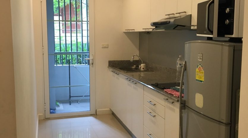 Two bedroom condo for rent in Sanampao - Kitchen