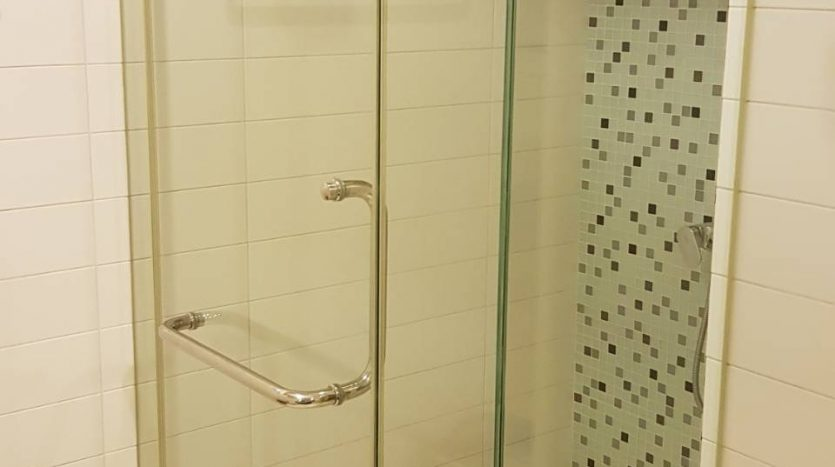 One bedroom condo for rent in Ari - Shower