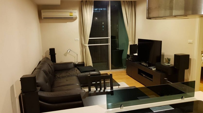 One bedroom condo for rent in Ari - Living room