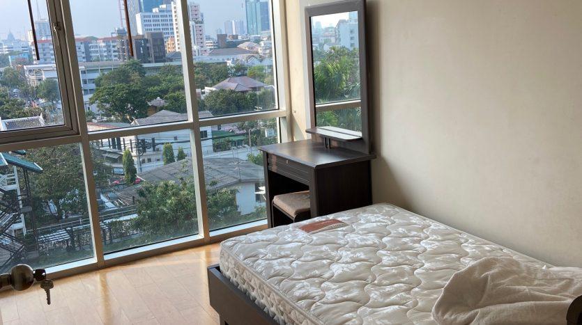 Three bedroom condo for rent in Ari - Third bedroom