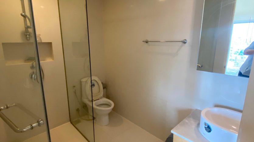 Three bedroom condo for rent in Ari - Bathroom