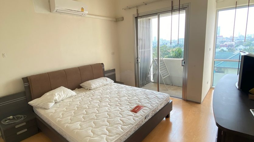 Three bedroom condo for rent in Ari - Master bedroom