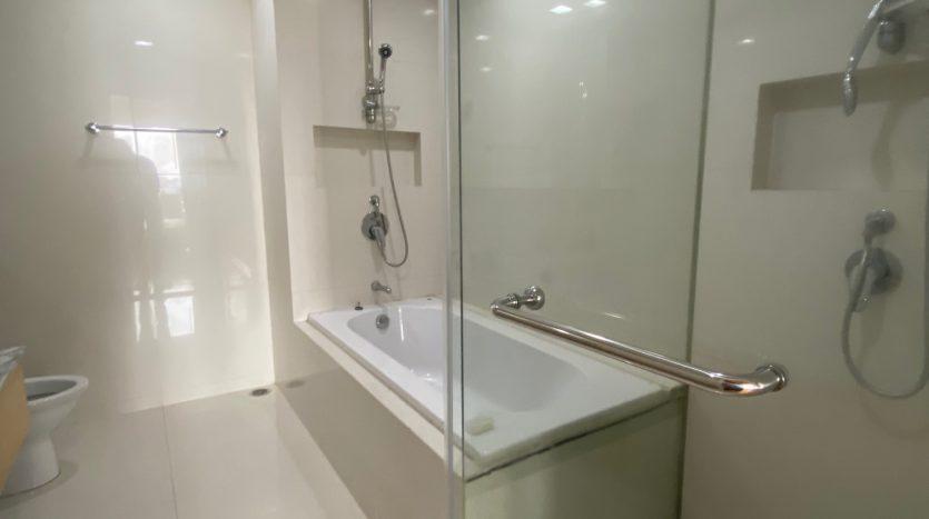 Three bedroom condo for rent in Ari - En-Suite