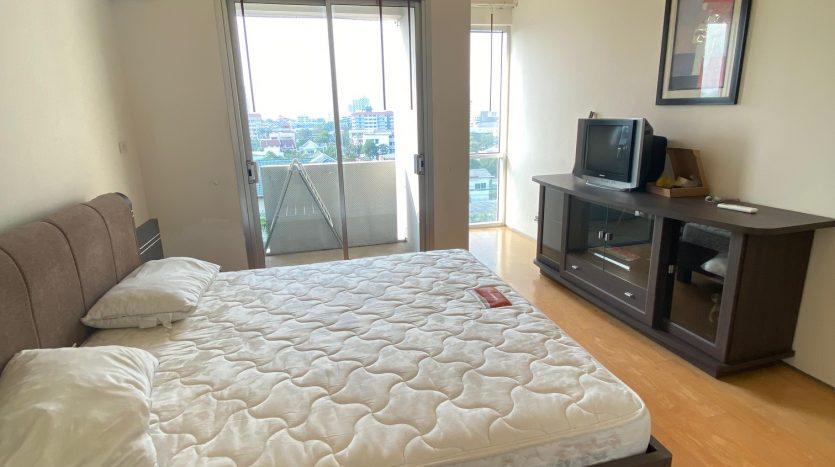 Three bedroom condo for rent in Ari -