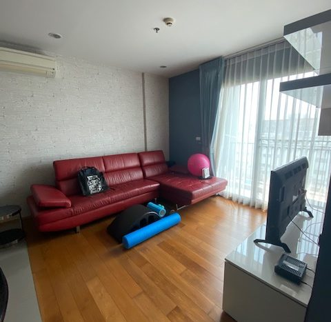 Two bedroom unit for rent in Ari - Living room